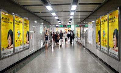 广州地铁4封灯箱广告