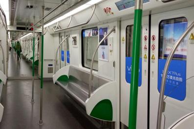 武汉地铁2号线品牌列车广告