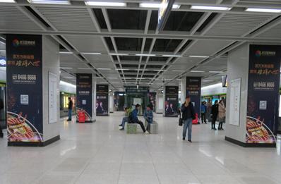 武汉地铁4号线站台包柱广告