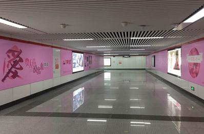 合肥地铁墙贴广告