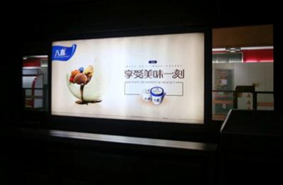 天津地铁广告1号线12封灯箱广告