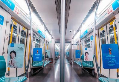 北京地铁品牌内包车广告
