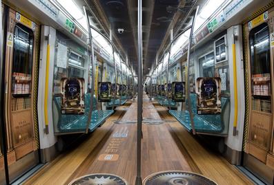 北京地铁创意内包车广告