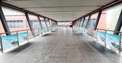 宁波地铁高架天桥通道贴广告
