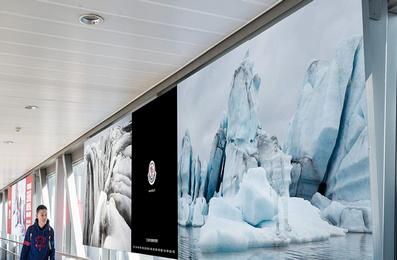 西安机场T3国内到达内廊桥超薄灯箱广告