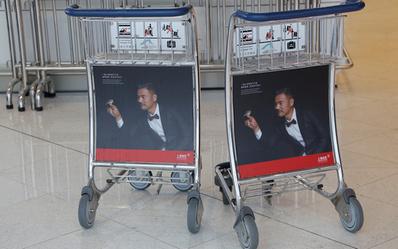 香港机场手推车广告