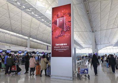 香港机场出发区七楼办票大堂柱型灯箱广告