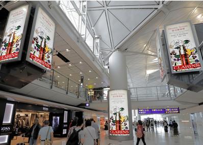香港机场出发区免税区灯箱组合广告