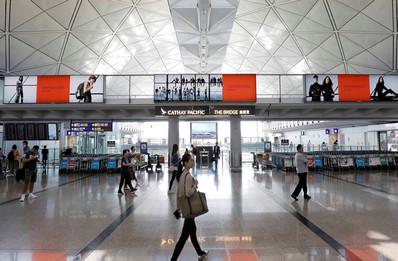 香港机场出发区六楼西大堂灯箱广告