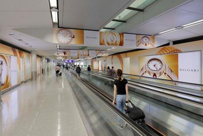 香港机场五楼到达品牌长廊广告