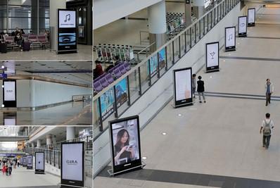 香港机场到达区出口处电子屏广告