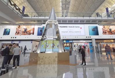 香港机场五楼迎宾大堂节日展览广告